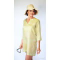 green tunic in natural silk, three quarter length sleeves, silk tie and slits at the sides, lotus fiber hat
