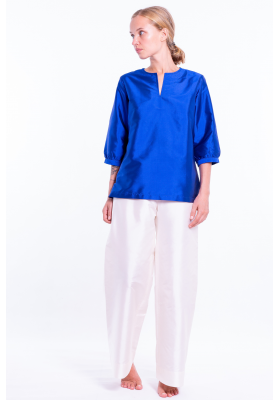 blue lazuli top in natural silk, three quarter length sleeves, tunisien neckline, front
