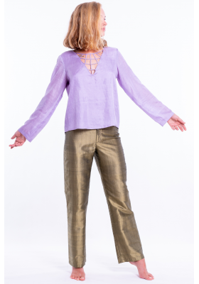 bronze trousers in natural silk, straight legs, wide belt, shiny finish, purple top with long sleeves in natural silk