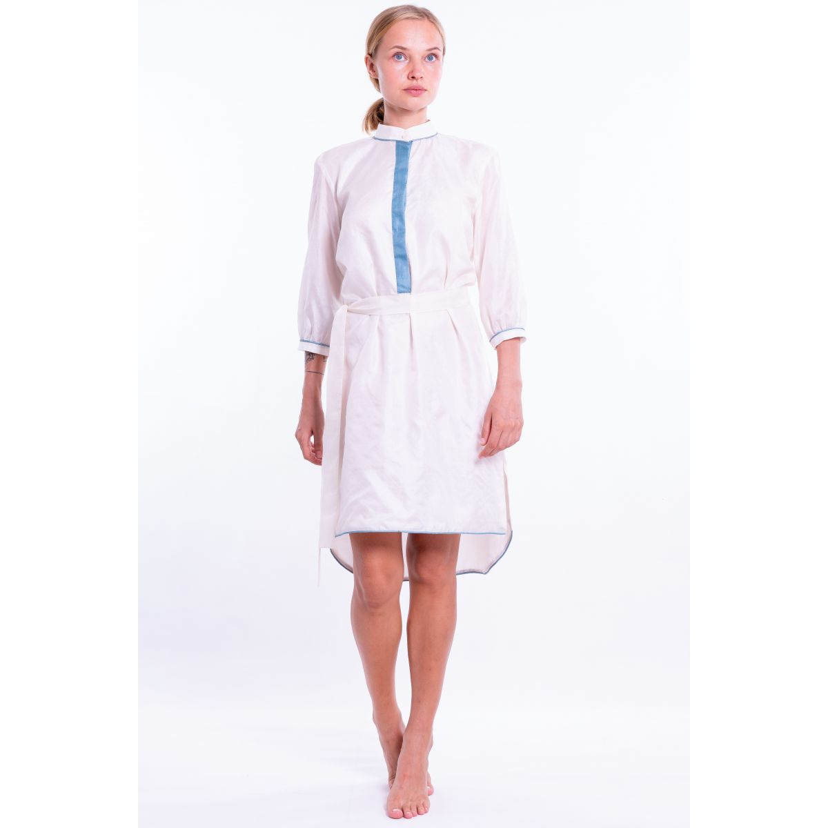off white light dress in natural silk, Mao collar with contrasting blue edgings on the collar, sleeves and hem, separate belt