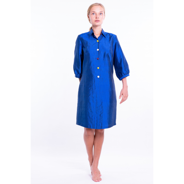 lazuli blue dress in natural silk with colored buttons, three-quarter sleeves, tailored collar, front
