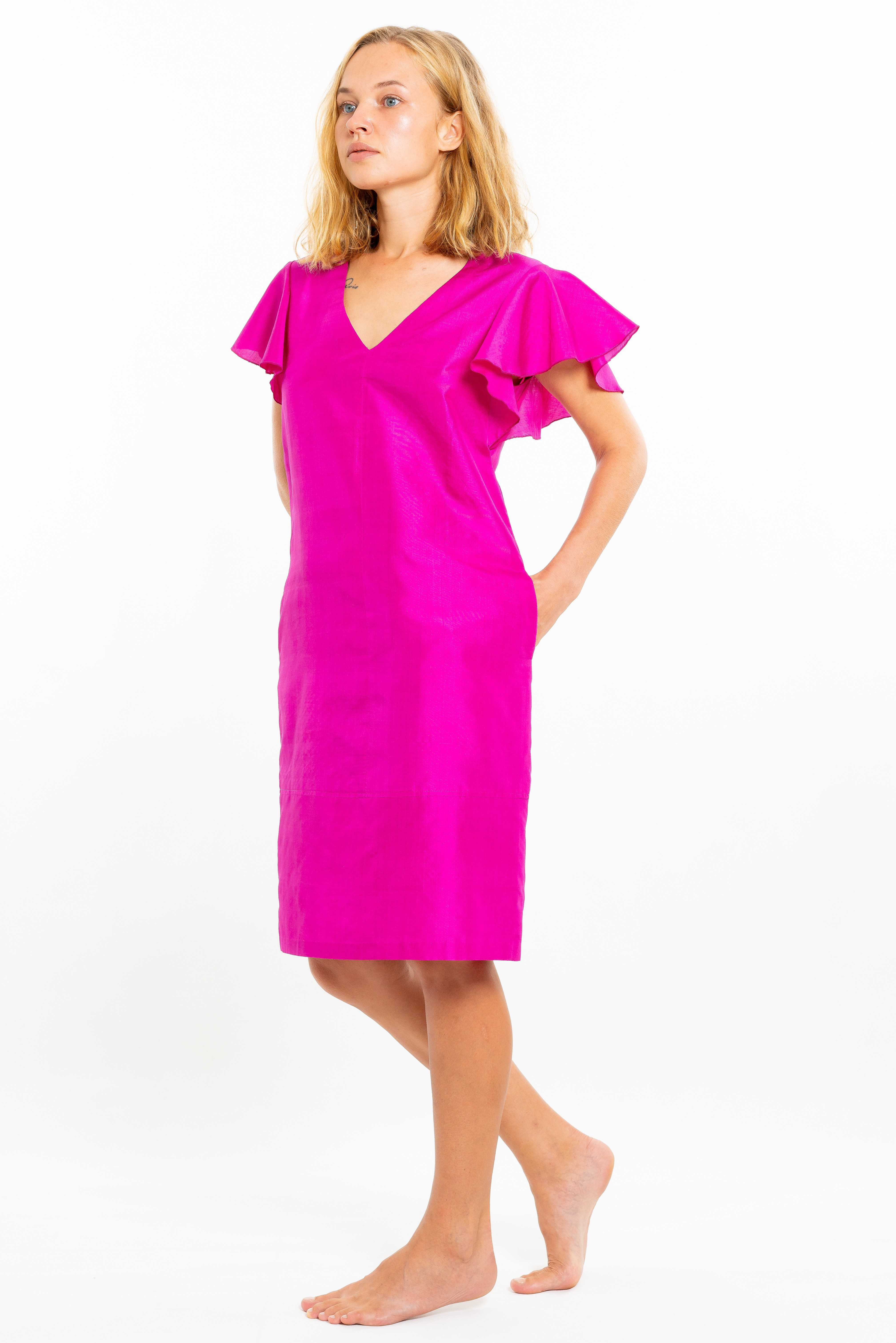 pink dress with short sleeves in natural silk, V neckline, invisible zipper on the side