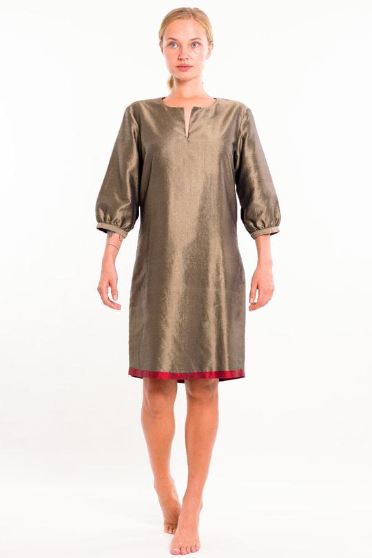 robe kaki et rouge foncé en soie naturelle, tissé main traaitionnement, devant