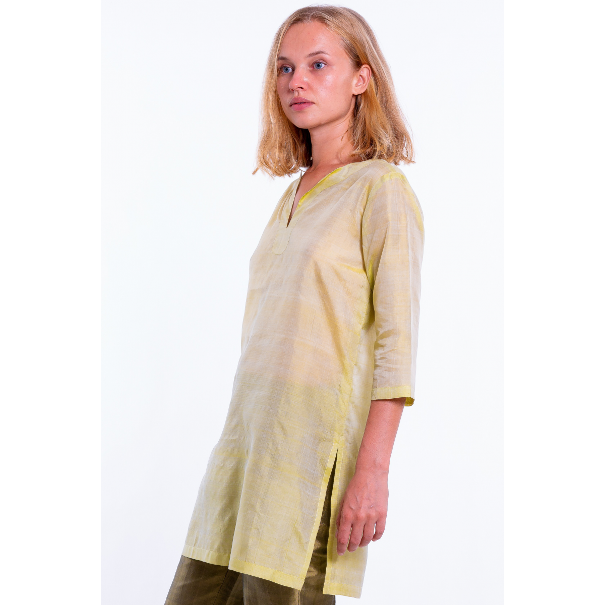 green tunic in natural silk, three quarter length sleeves, silk tie and slits at the sides, natural fabric