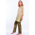 green tunic in natural silk, three quarter length sleeves, silk tie and slits at the sides, green silk trousers