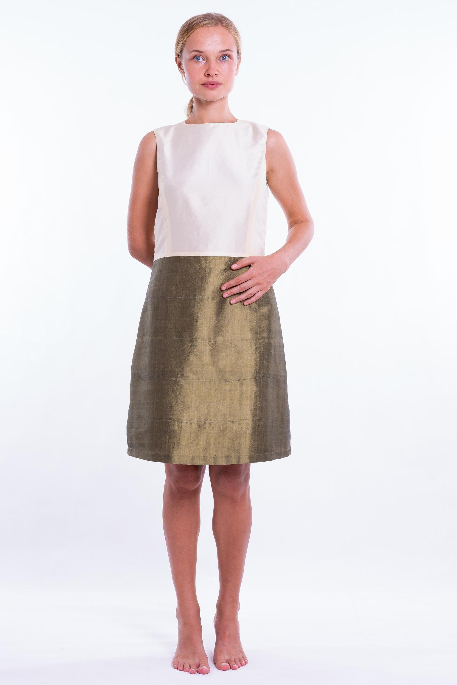 robe en soie naturelle bi-color, bronze et ivoire, sans manches, léger effet boule, doublée de soie fine, devant
