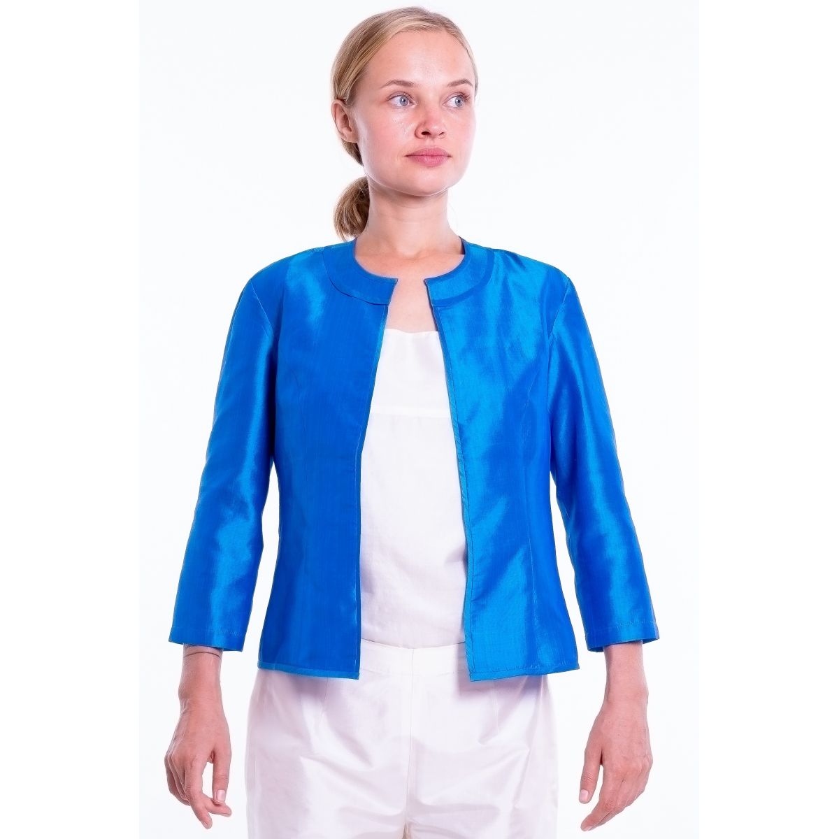 blue jacket in natural silk, round flat collar, three-quarter sleeves, no buttons