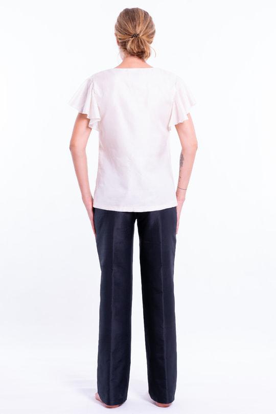 top blanc en soie naturelle, décolleté en V, manches courtes, entièrement doublé, dos