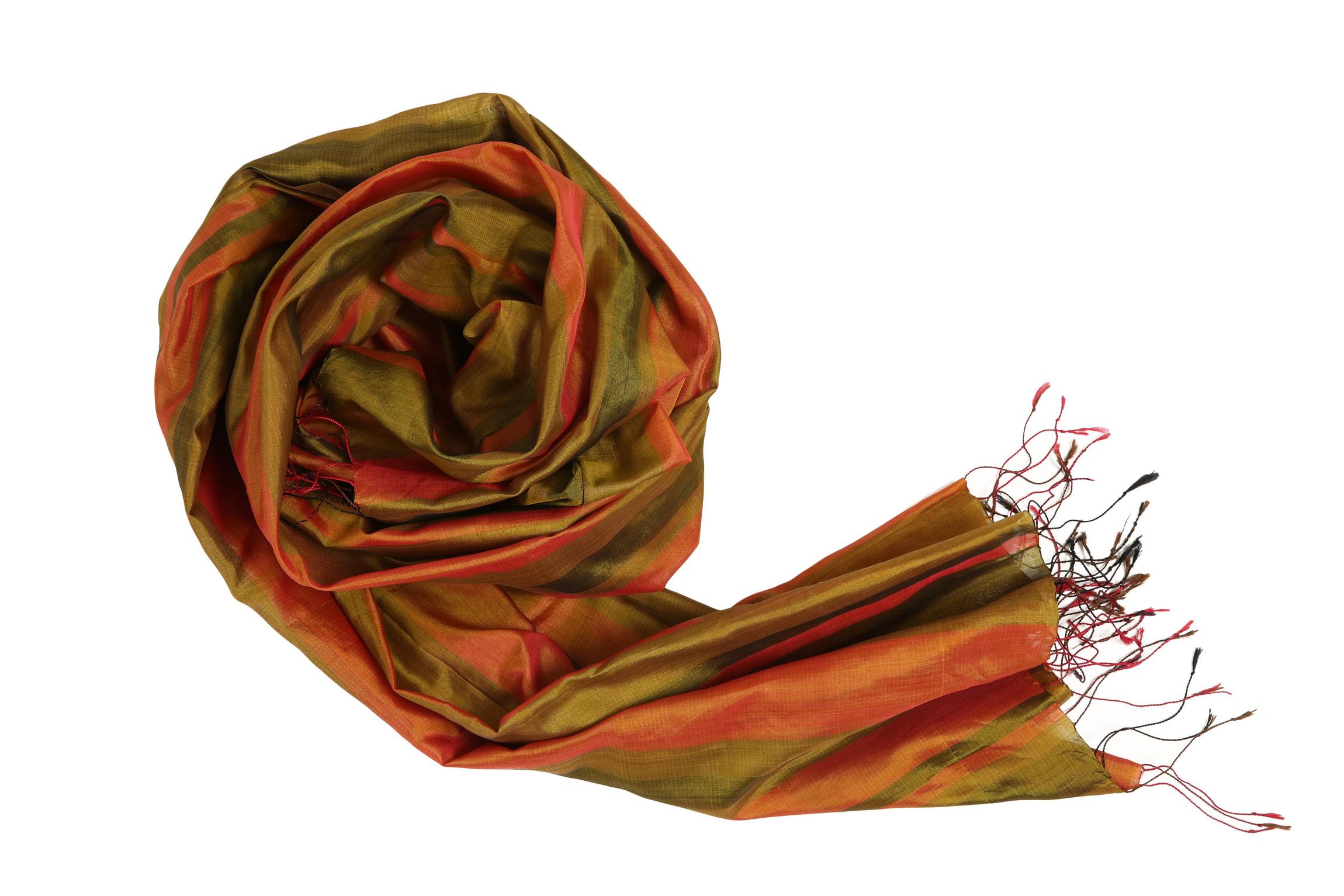 écharpe verte et orange en soie naturelle avec des franges rouges, lumineuse et douce, étole