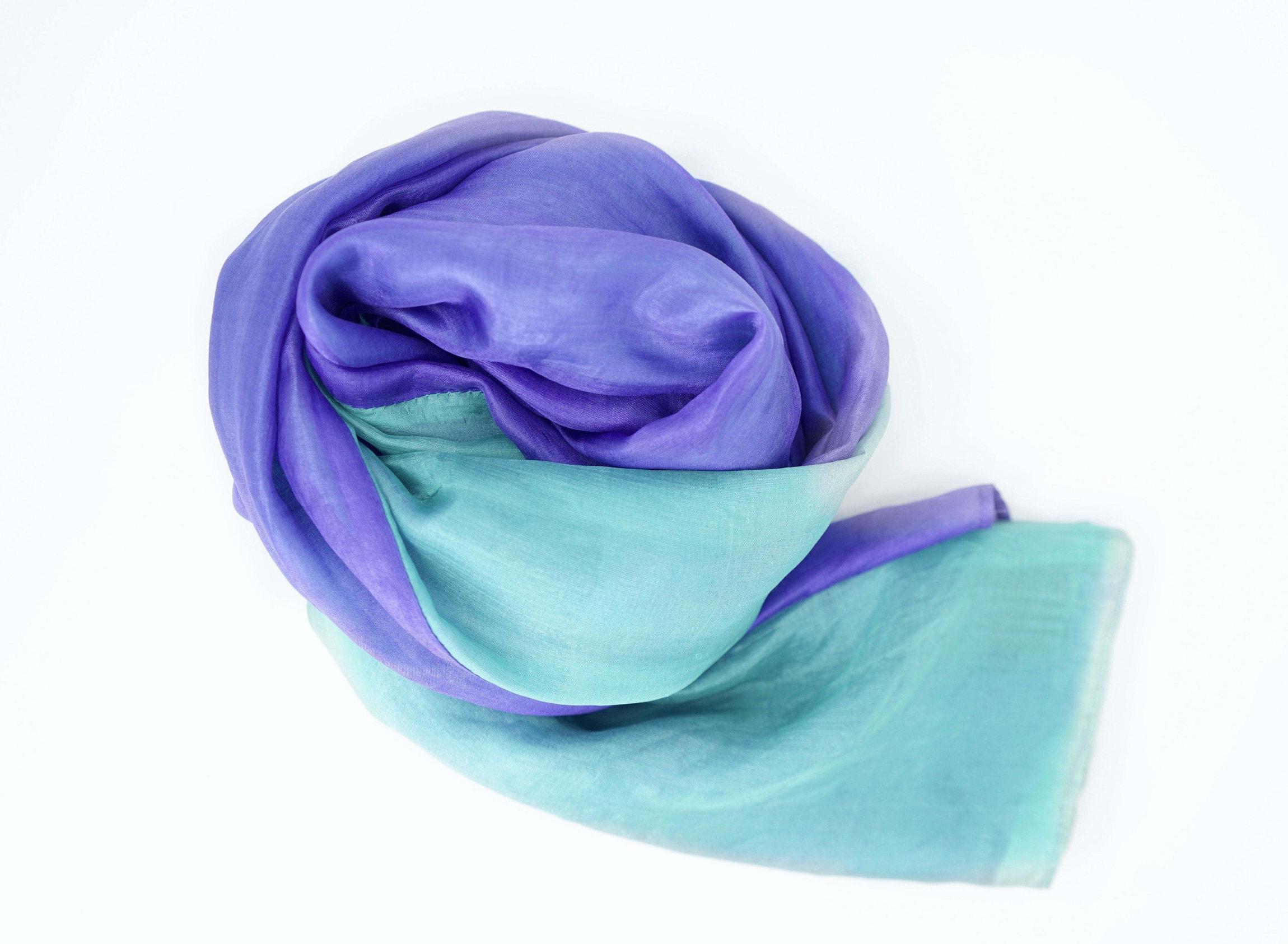 foulard en soie naturelle violet et turquoise, traditionnellement tissé au Cambodge