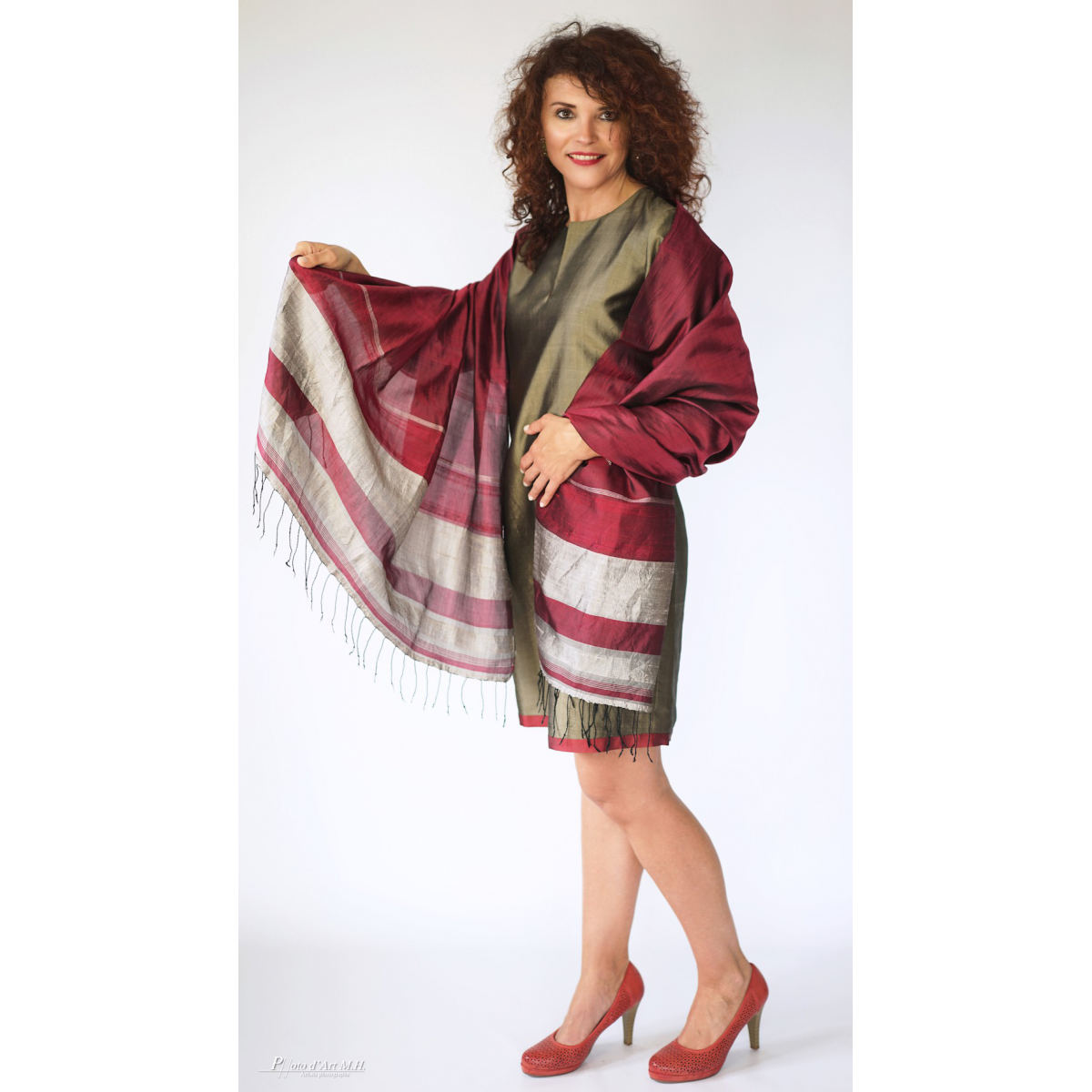 khaki and dark red dress in raw silk, mid length, cherry red and silver silk scarf with fringes