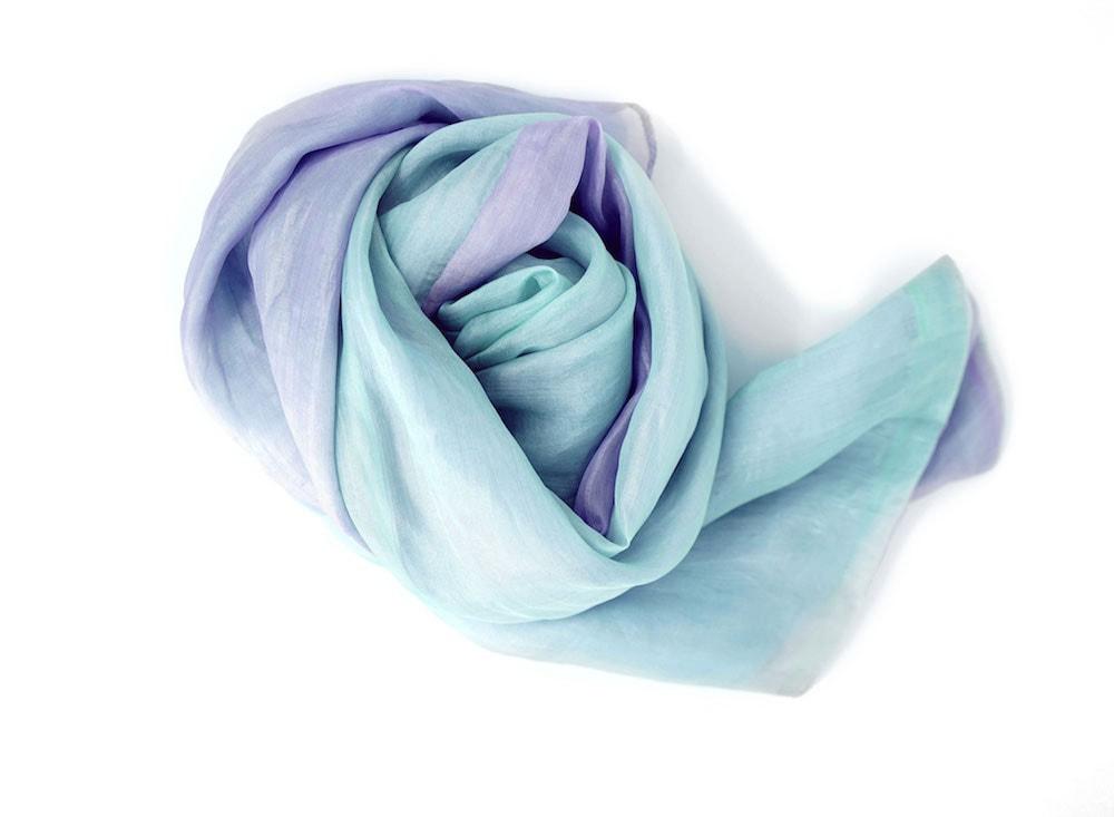 écharpe en soie naturelle mauve et aqua, issue du commerce équitable