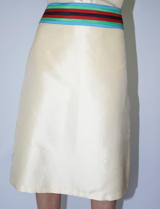 jupe en soie naturelle beige avec ceinture multicolore