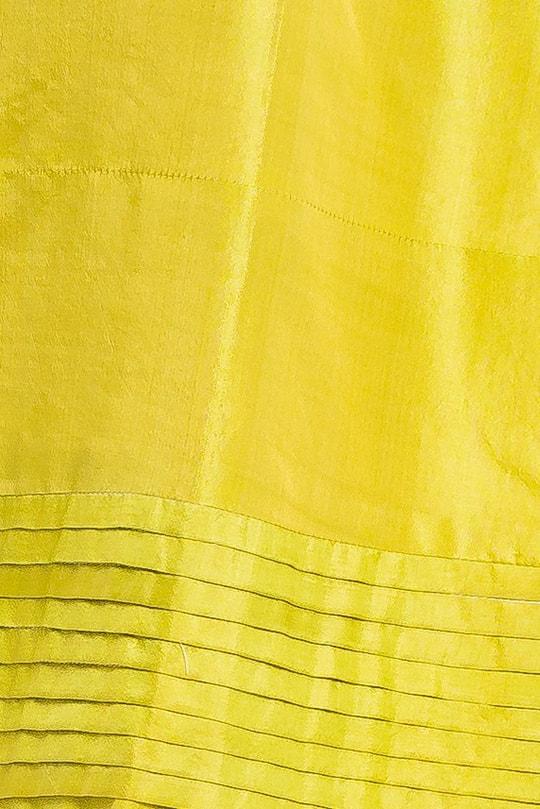 yellow, green short sleeves dress in natural silk, raised boat neckline, tulip-shaped, 5 horizontal panels